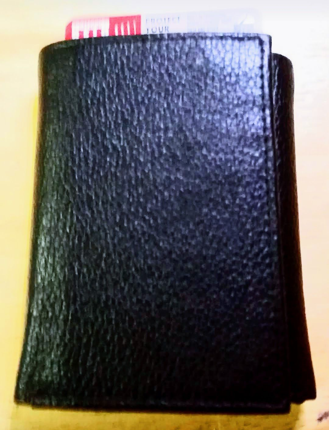 Black Leather Trifold Men's Wallet - NEW