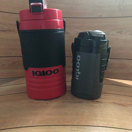 Igloo water bottles