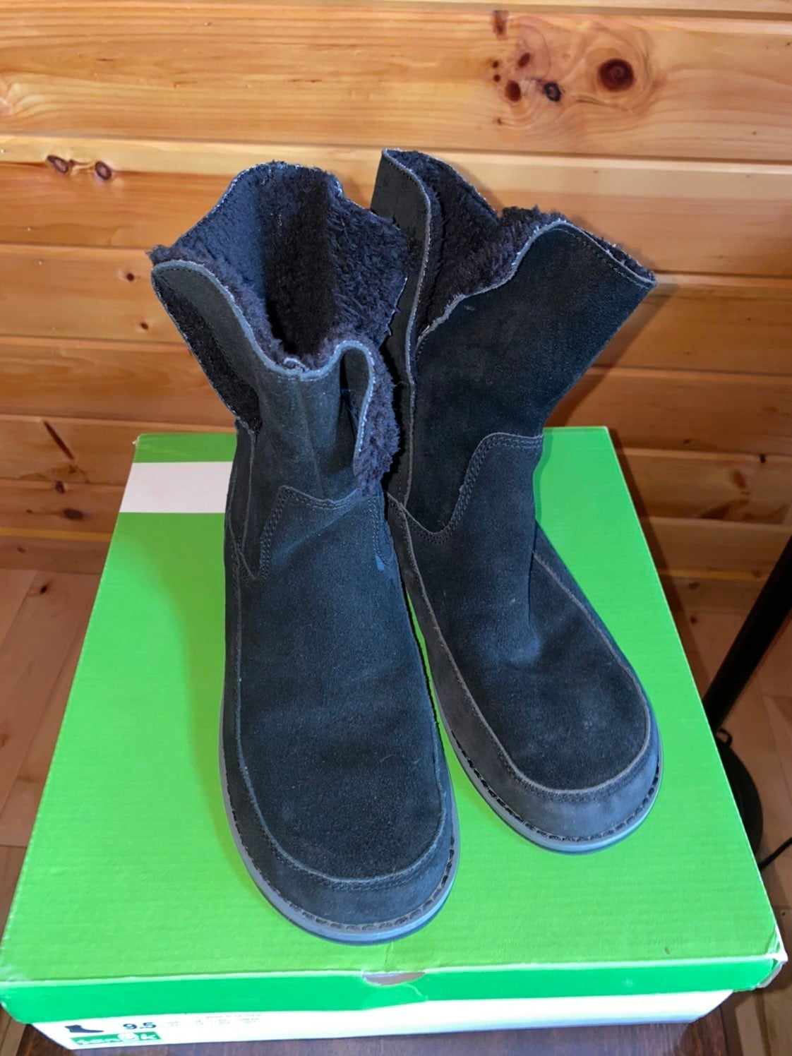 Sanuk Boots Black Top Suede Size 9.5