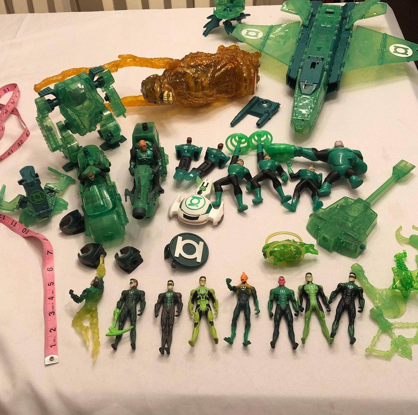 Lots of Green lantern toys, mini figure