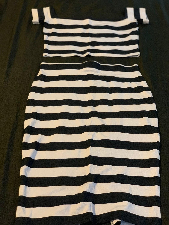 Crop Top W/ High Waisted Skirt Set (M)