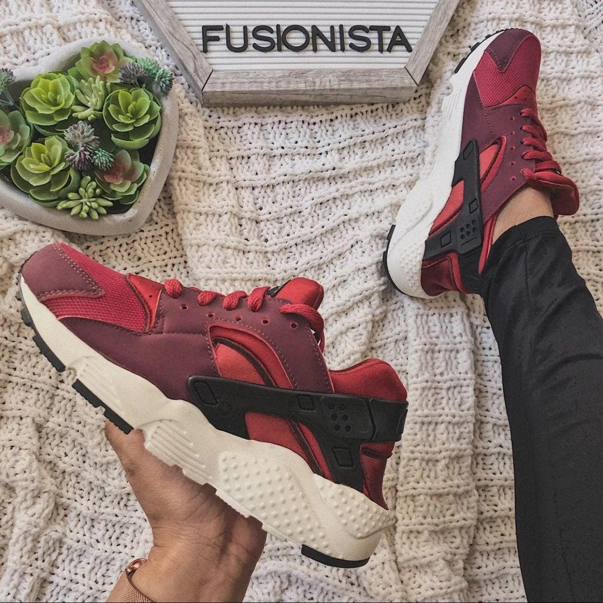 NWT❤️ Rare Nike Huarache Run Red 4.5Y/6W