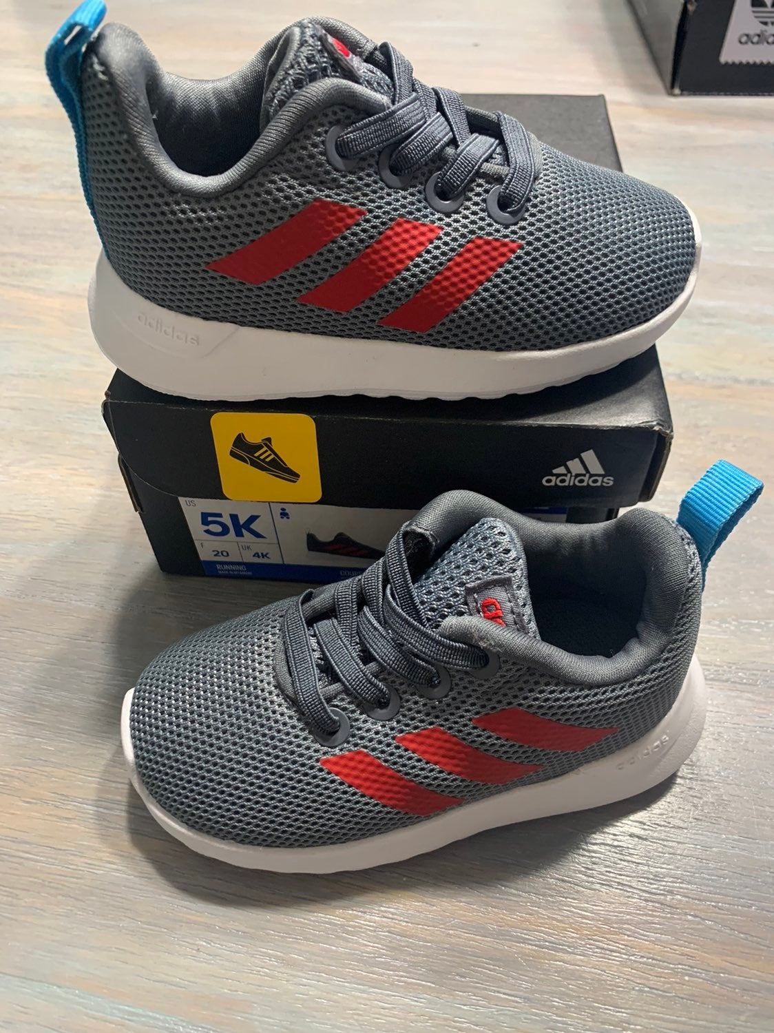 Adidas baby boy shoes size 5 new