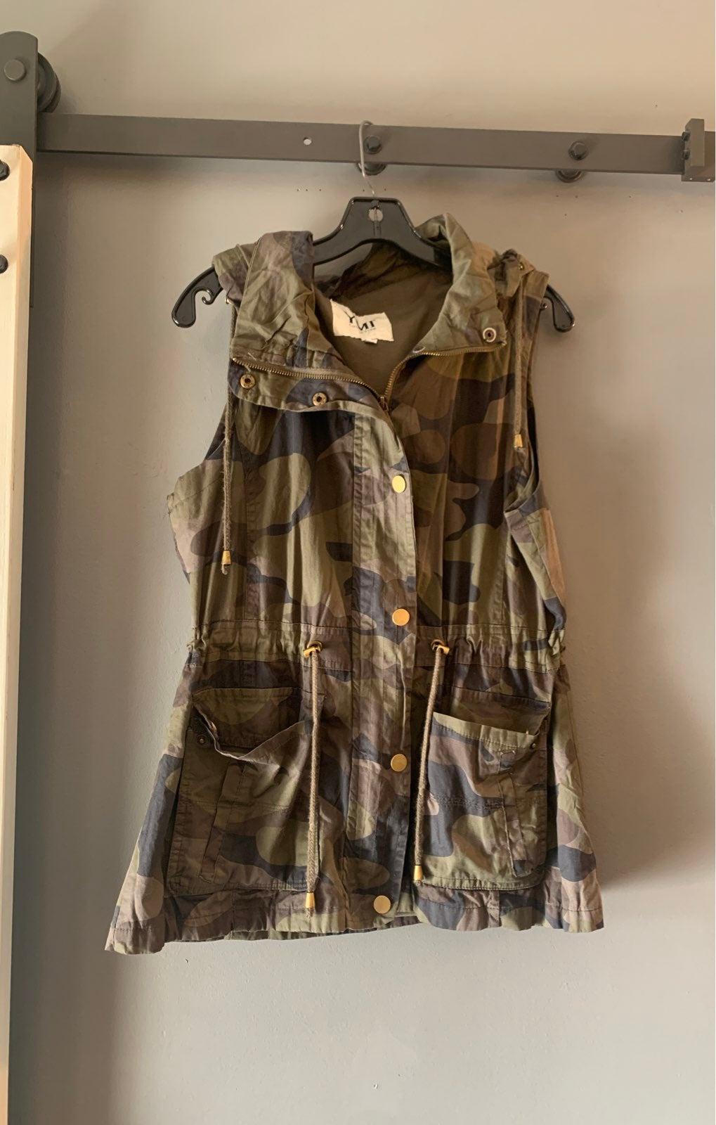 Women's camo vest