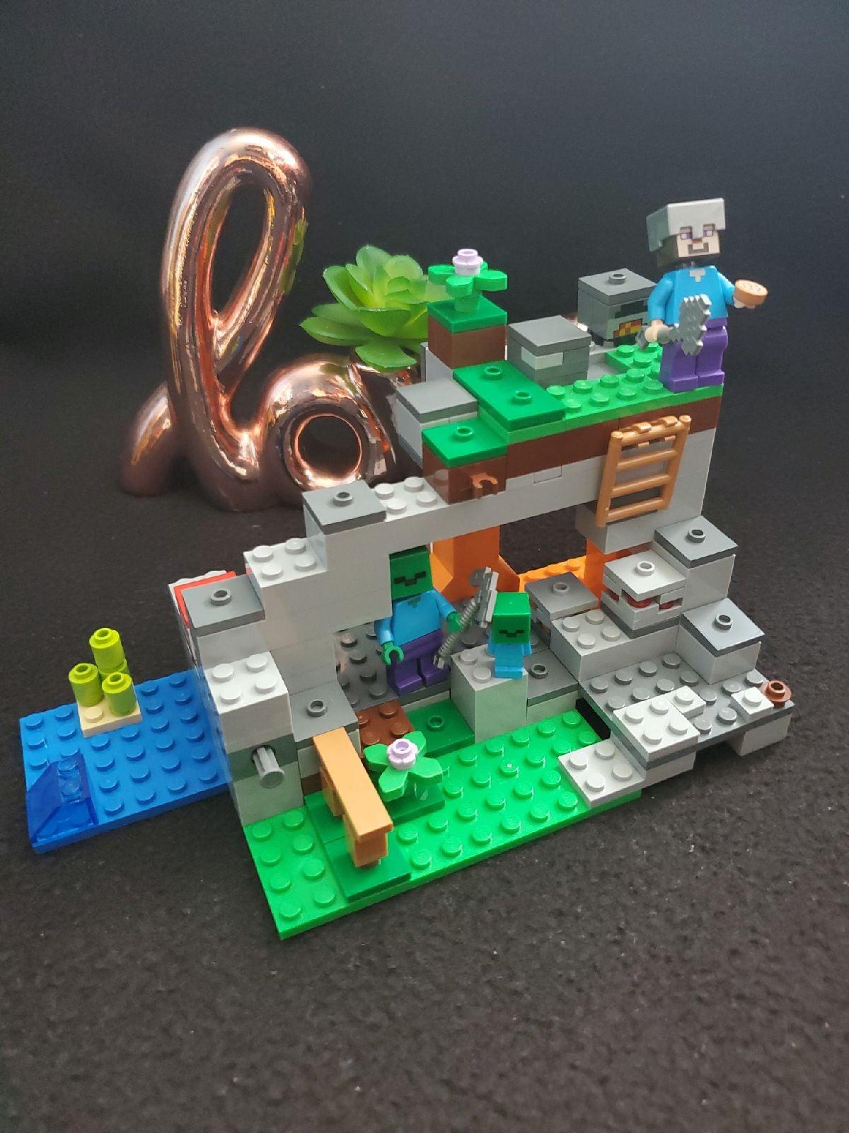 LEGO Minecraft:  The Zombie Cave