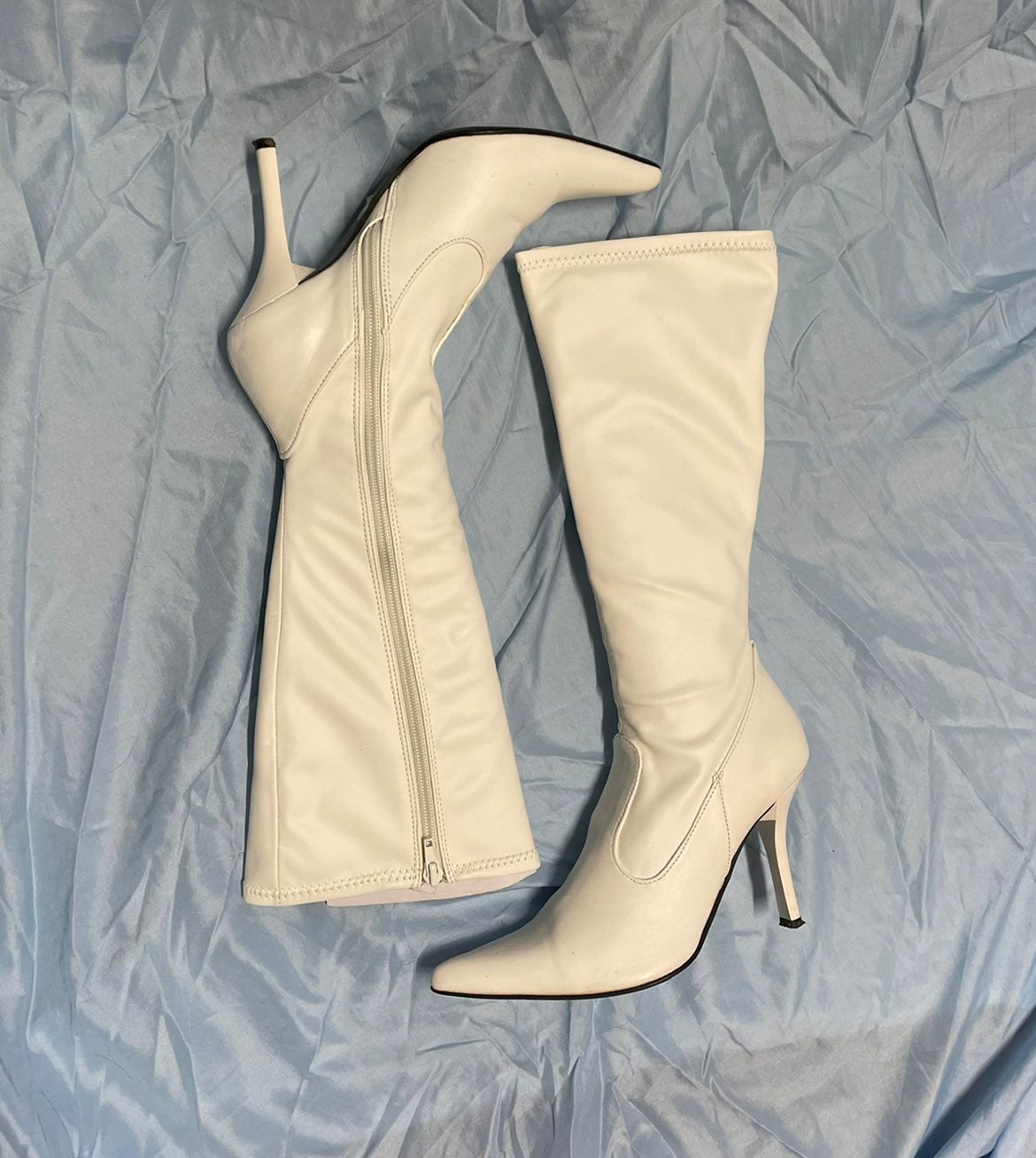 Vintage white pointed boots