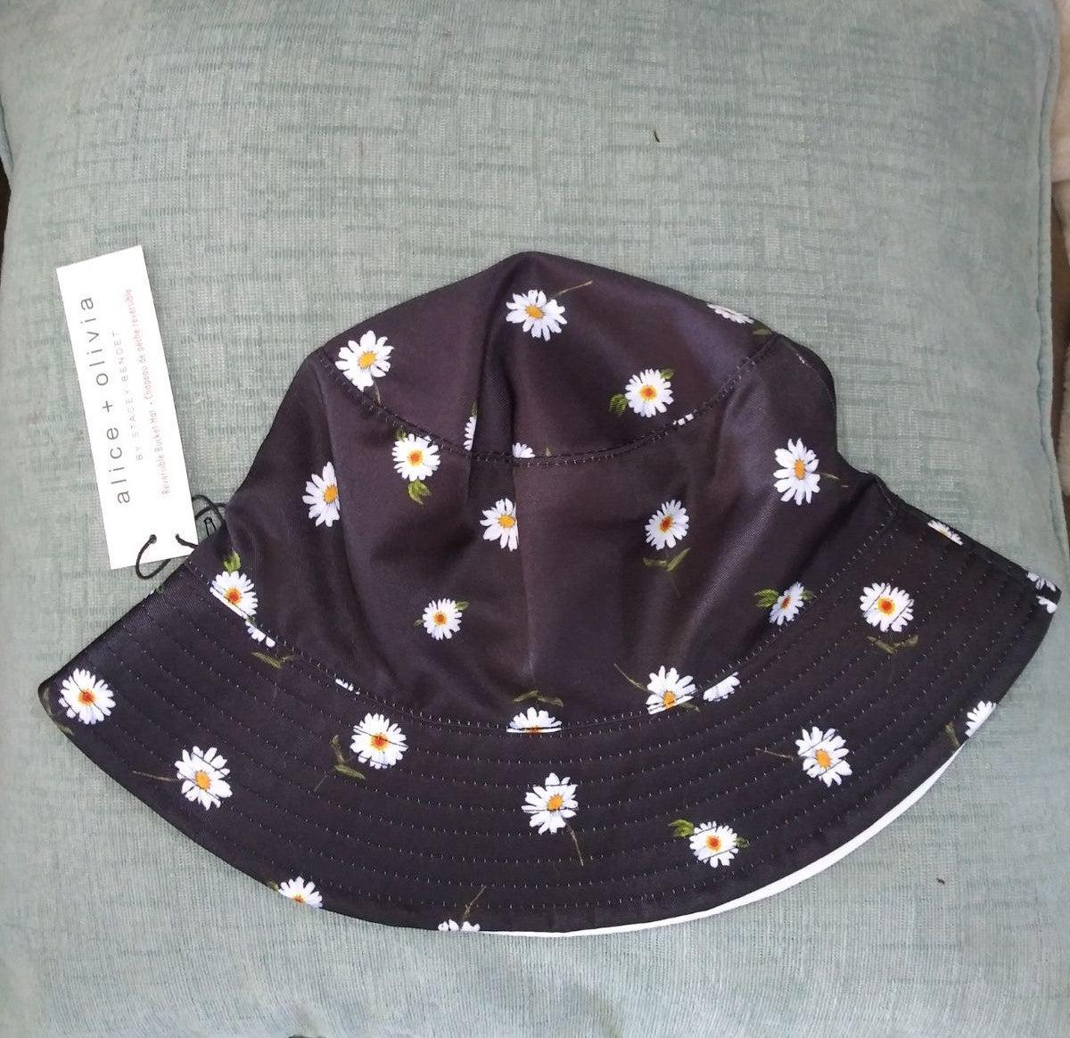 alice and olivia daisy bucket hat