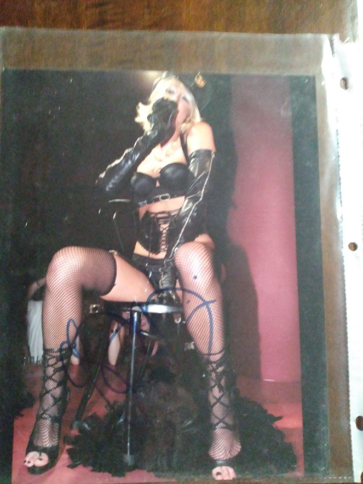 Paris Hilton on stage sign autograph COA