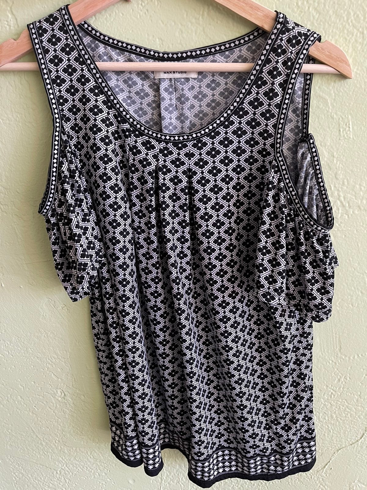 Max Studio Flowy Black and White top