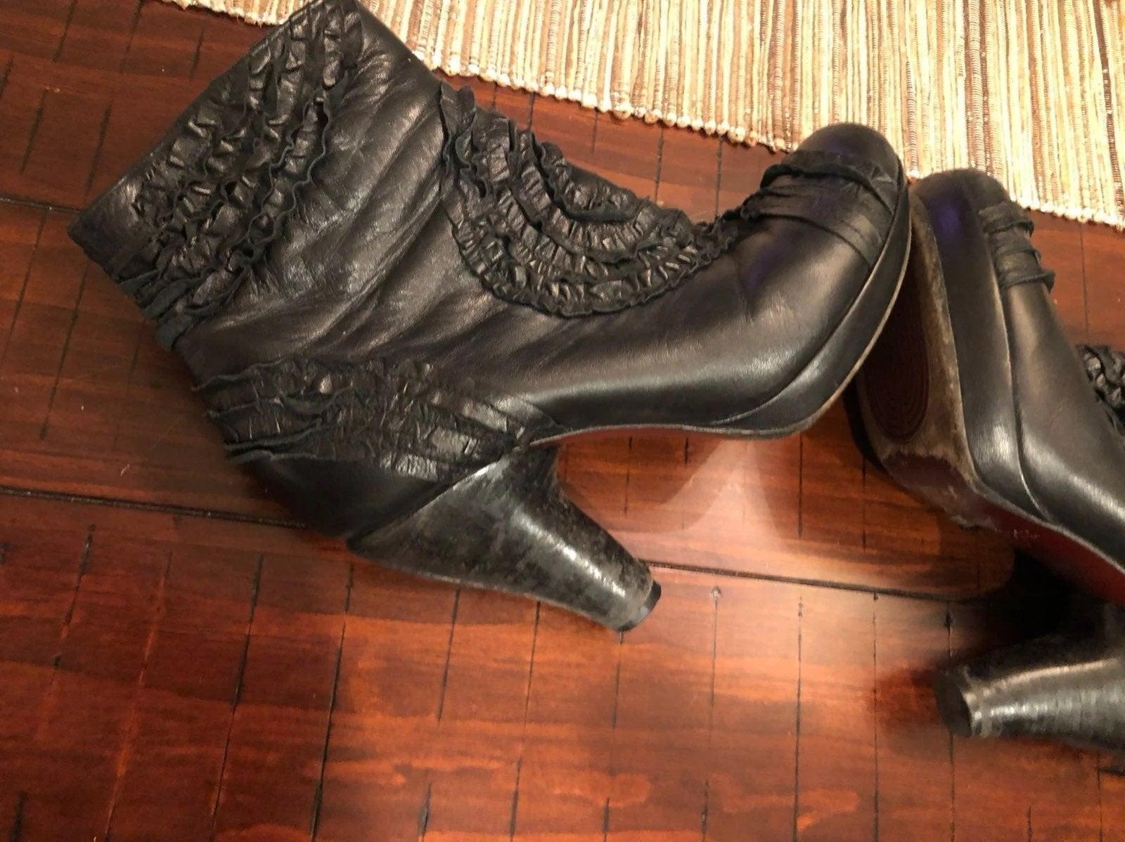 Chie Mahara heeled designer booties sz 6