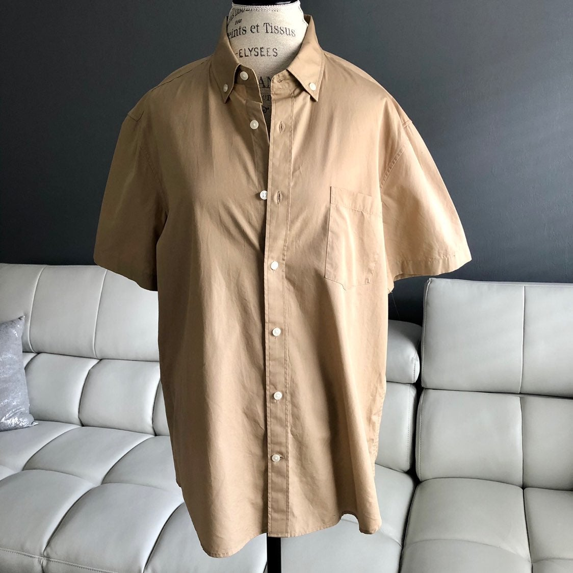 Vince Men's slim fit cotton shirt.