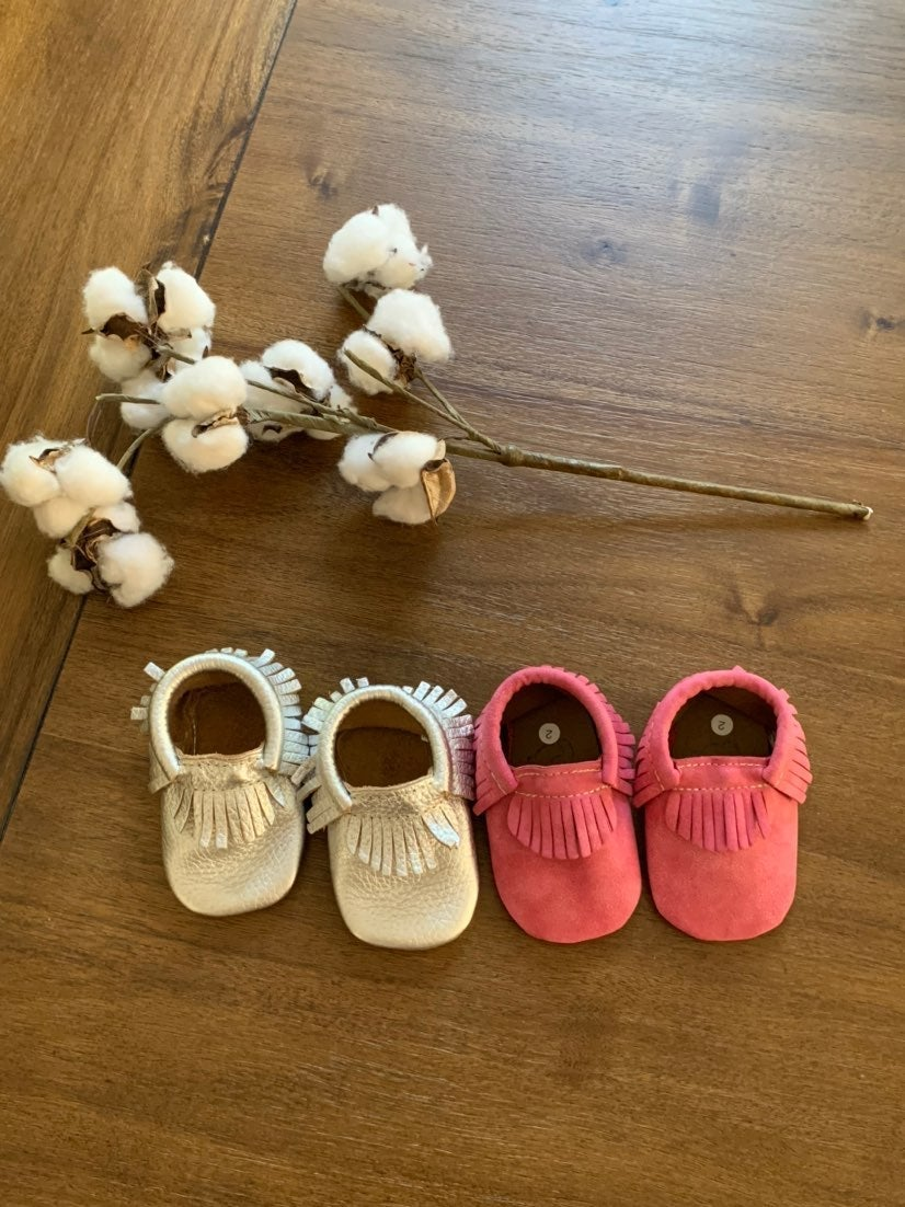 Set of 2 pairs of baby girl moccasins