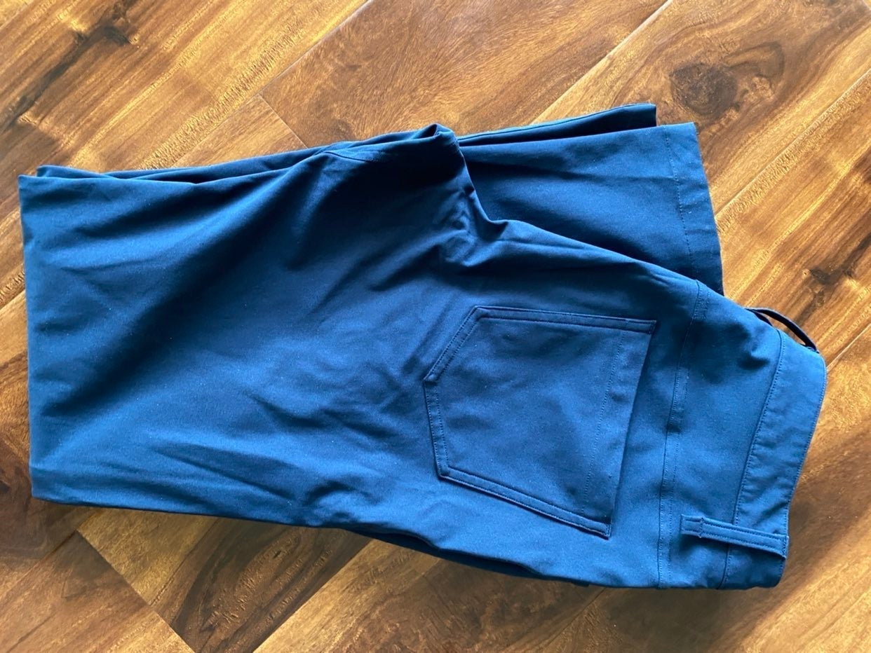 Lululemon men's 28 waist pants Navy blue