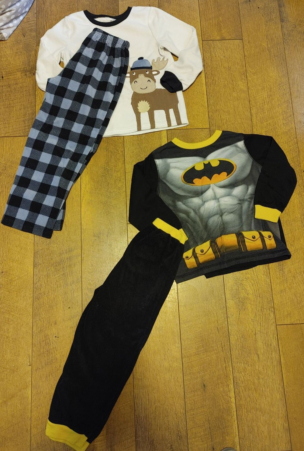 2 pairs of pajamas, size 6
