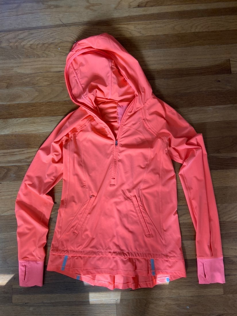 lululemon long sleeve hooded top