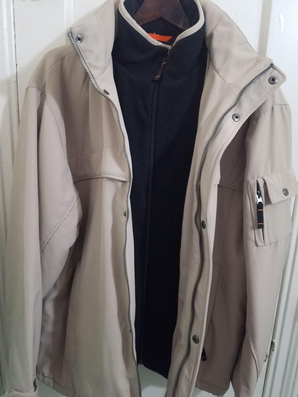 Jacket / Windbreaker