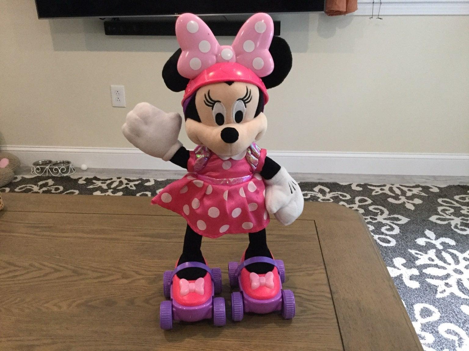Disneys minnie mouse skater
