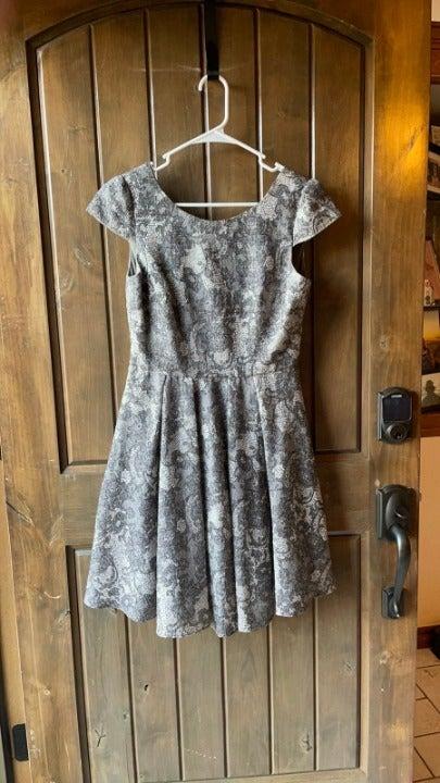 Betsy Johnson gray lace pattern dress 6.