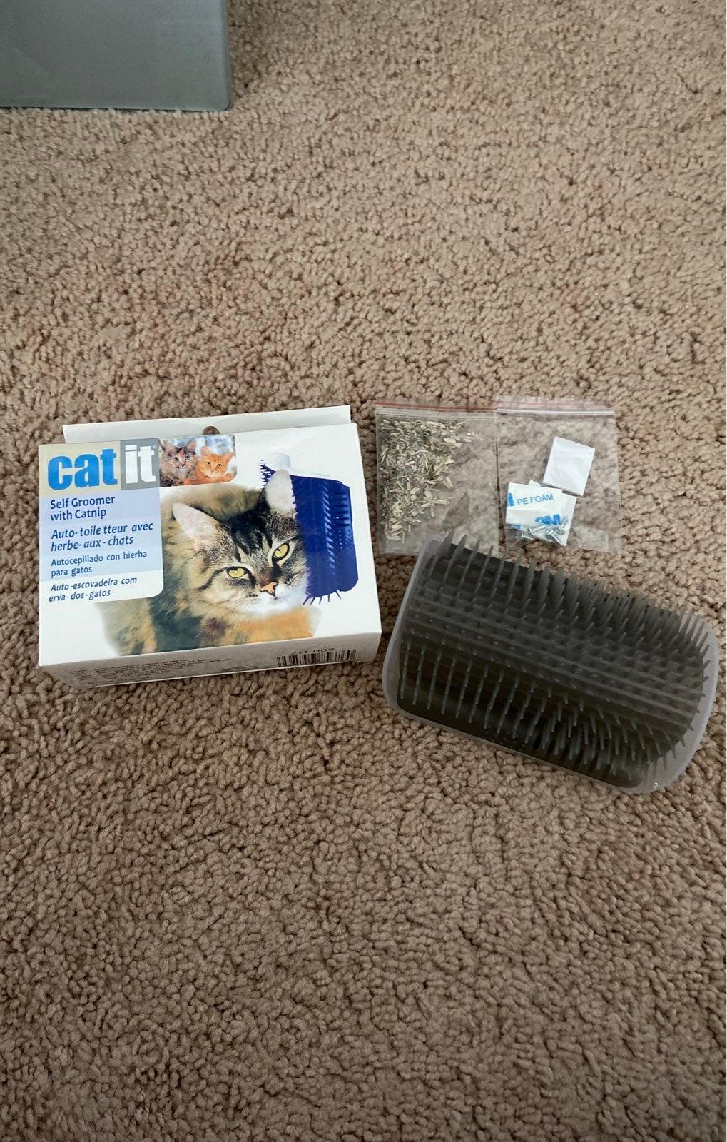 cat self groomer