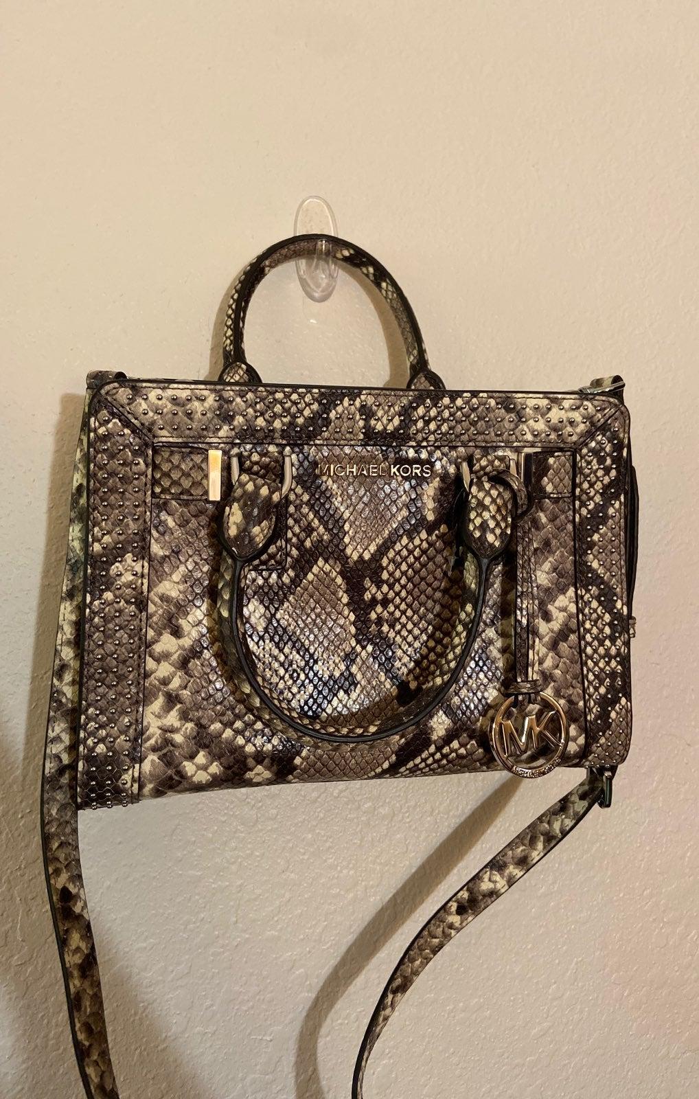 Micheal Kors Dillon purse