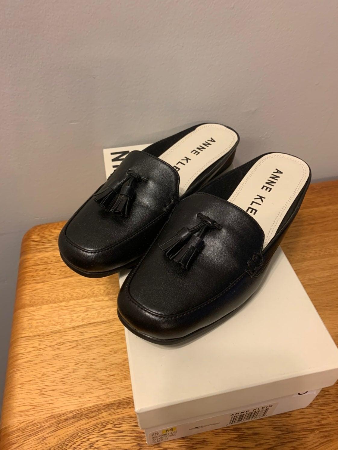 anne klein slip on loafers W6.5