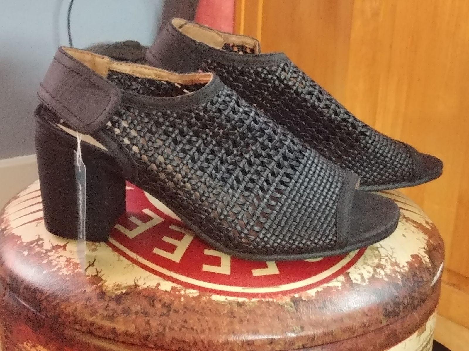 Women's open toe sandals