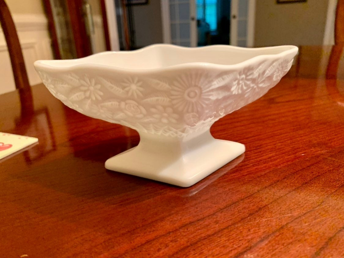 Milkglass pedestal bowl NEW