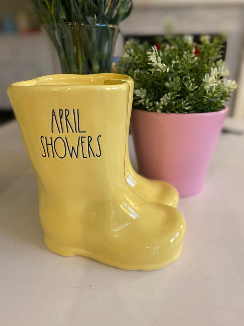 Rae Dunn april showers candle