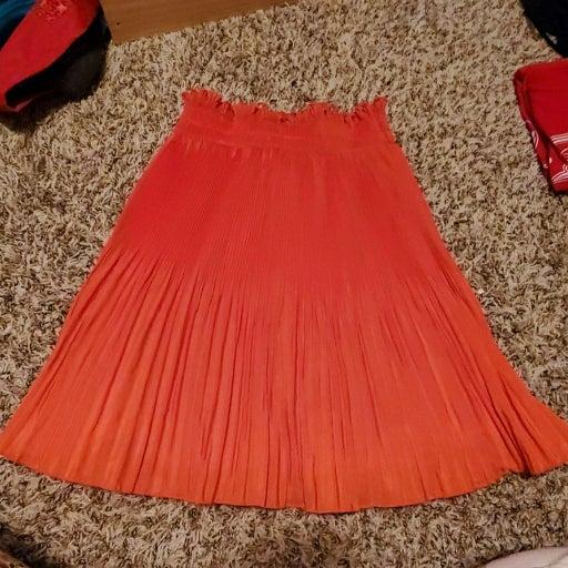 H & M orange skirt