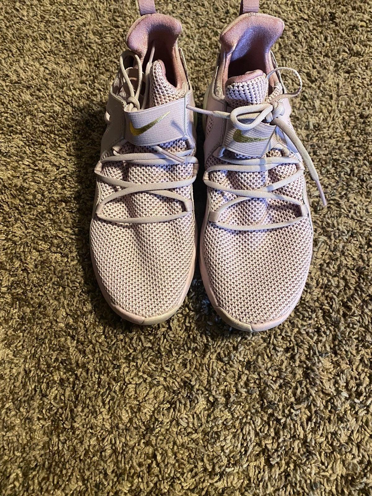 Like new Nike sneakers