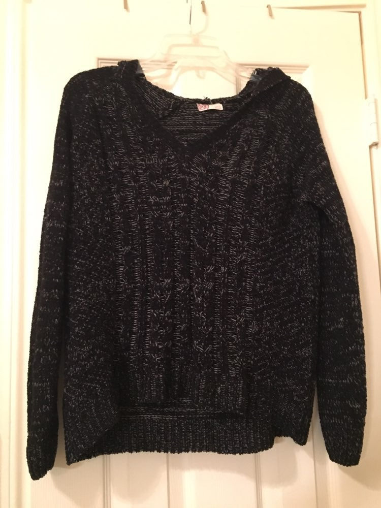 Soft Black Sweater With Hood