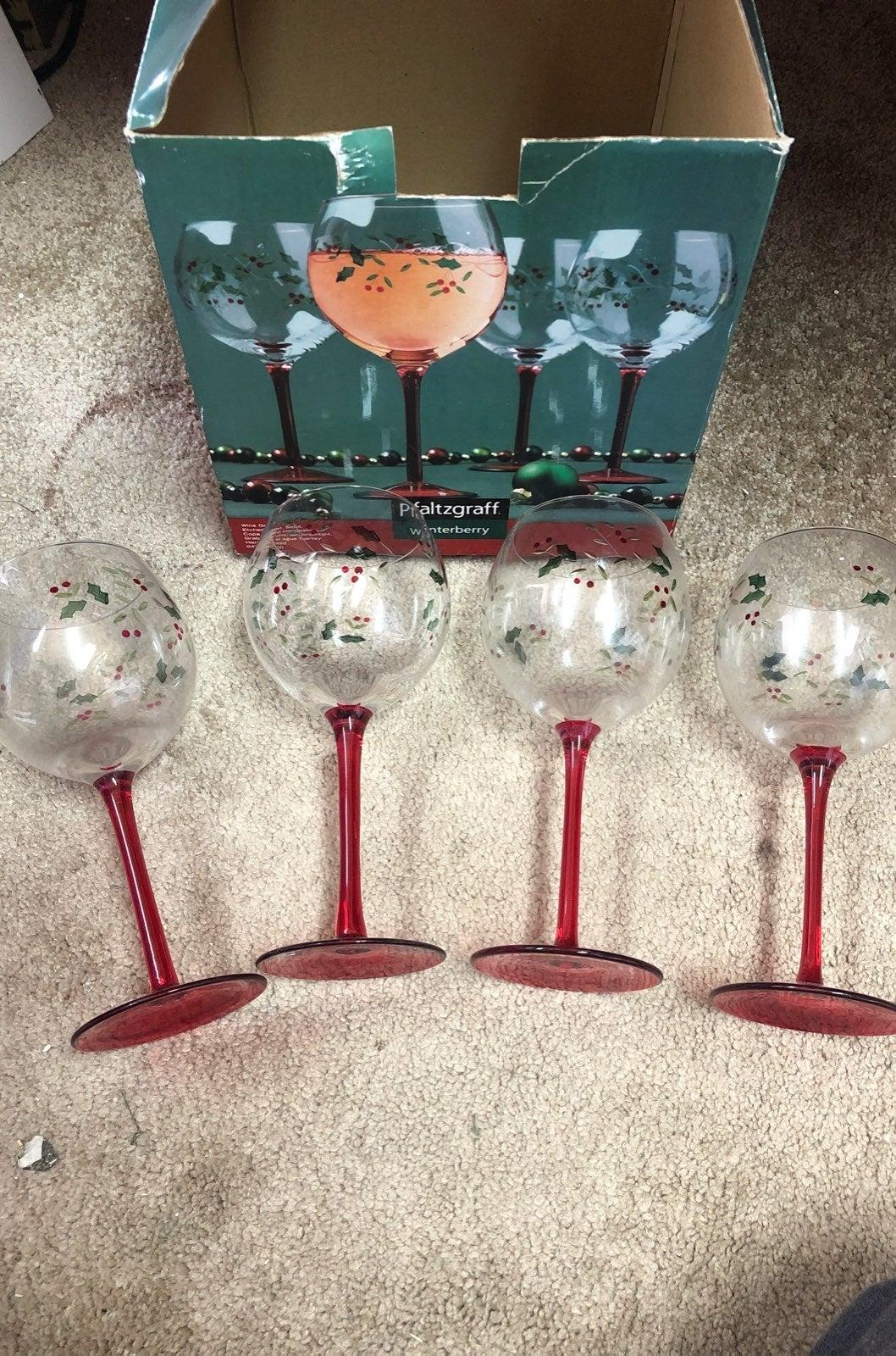 Pfaltzgraff Holiday Wine Glass Set of 4
