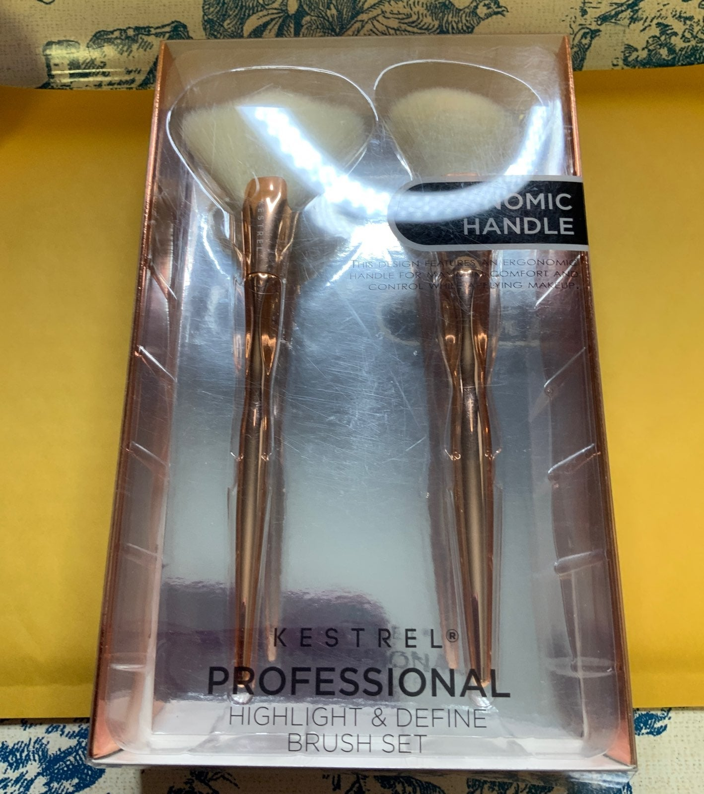 A set of brushes make up brushes