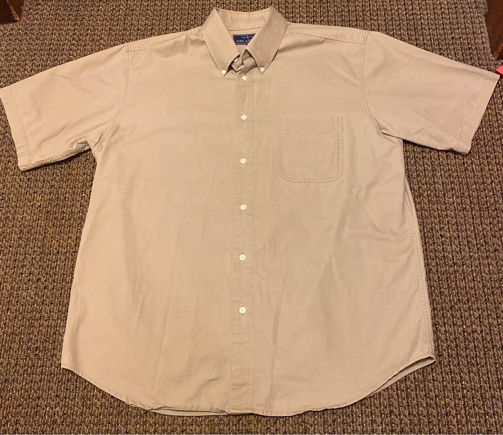 Mens short sleeved button up Shirt (L)