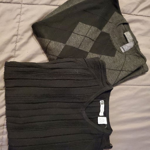 2 mens sweaters