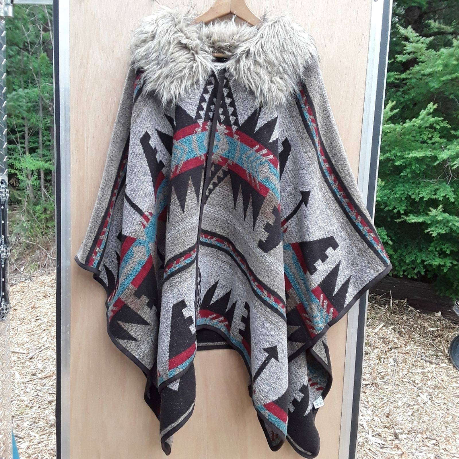 Fur trimmed  Cape *NWT*