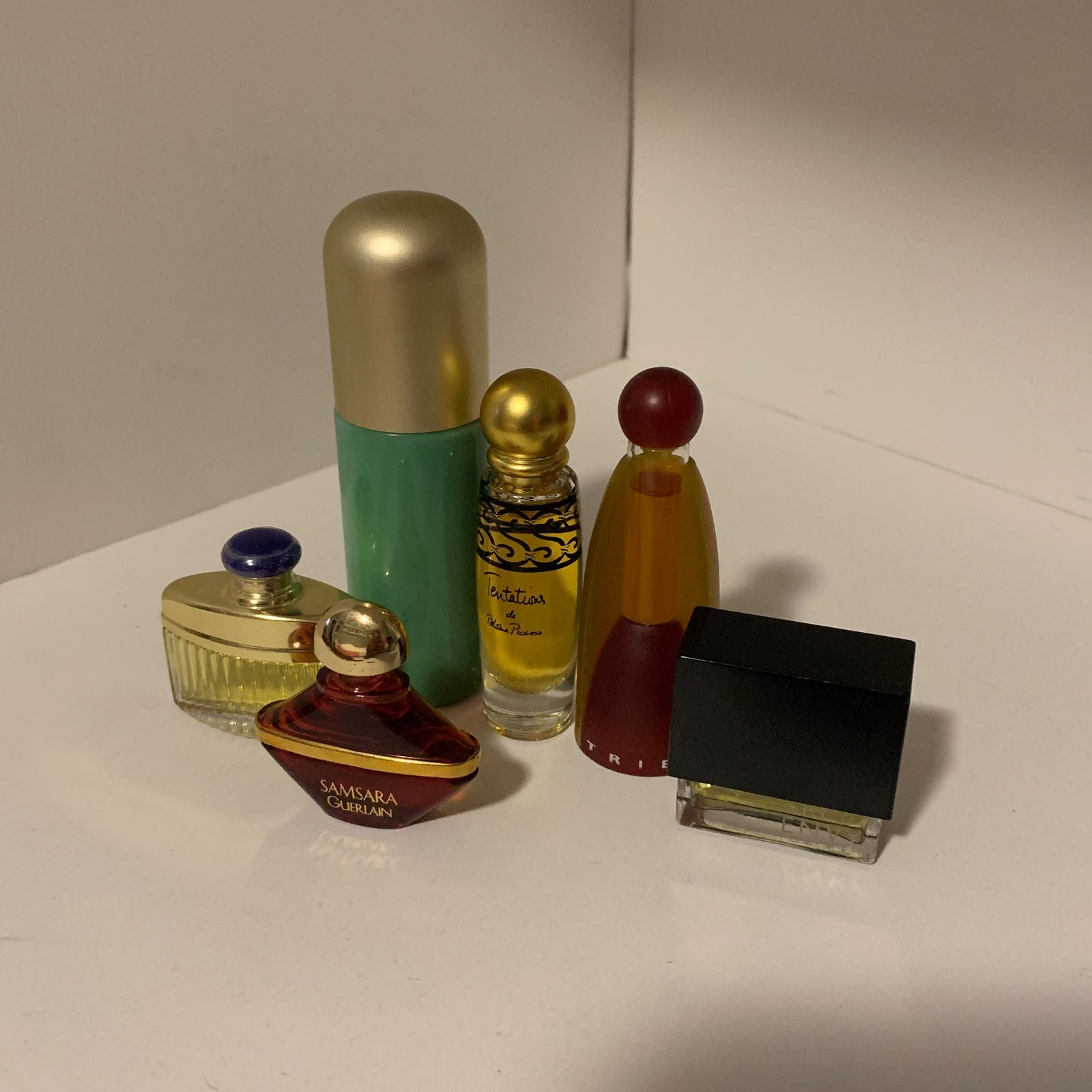 Bundle miniature fragrance collectibles