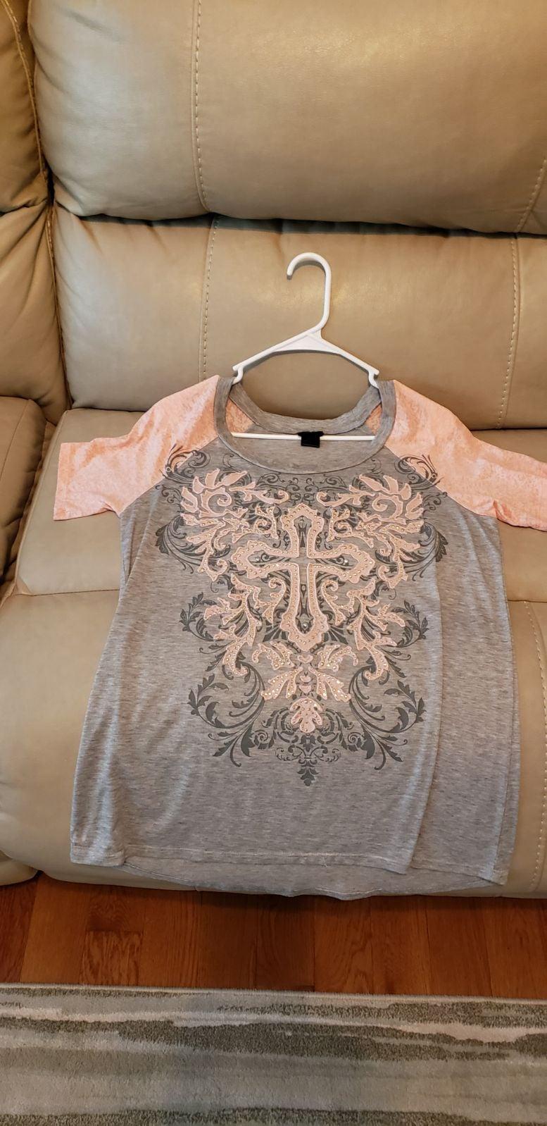 Daytrip size large pink /grey shirt