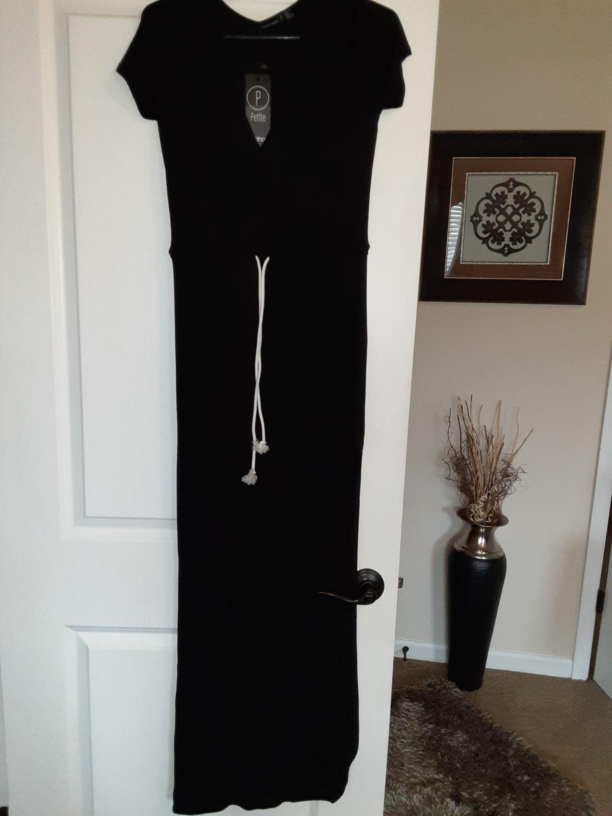 Boohoo maxi dress...petite small..NWT.