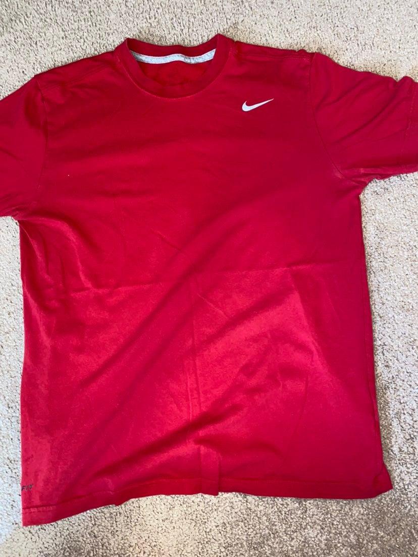 Mens Nike t shirt