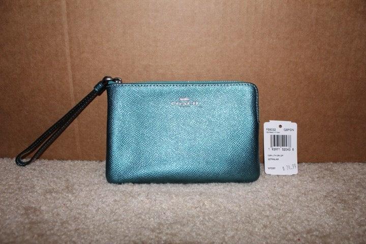 Coach F58032 Corner Zip Wristlet Wallet