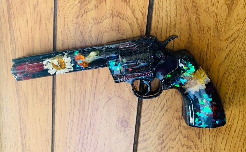 Resin Art pistol