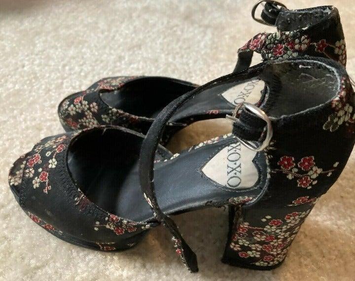 XOXO Vintage High Heeled Sandals 6.5