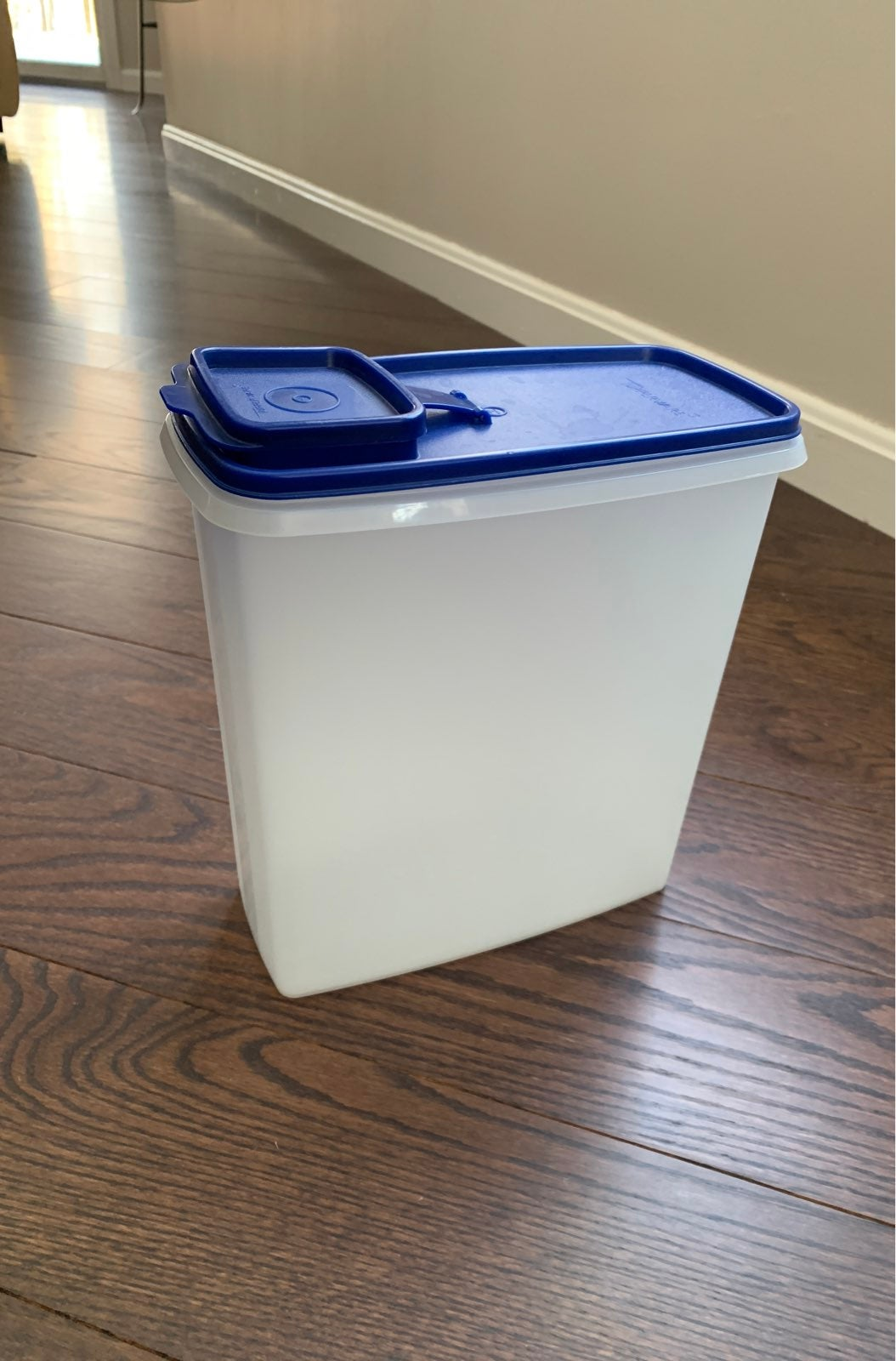 Tupperware cereal container