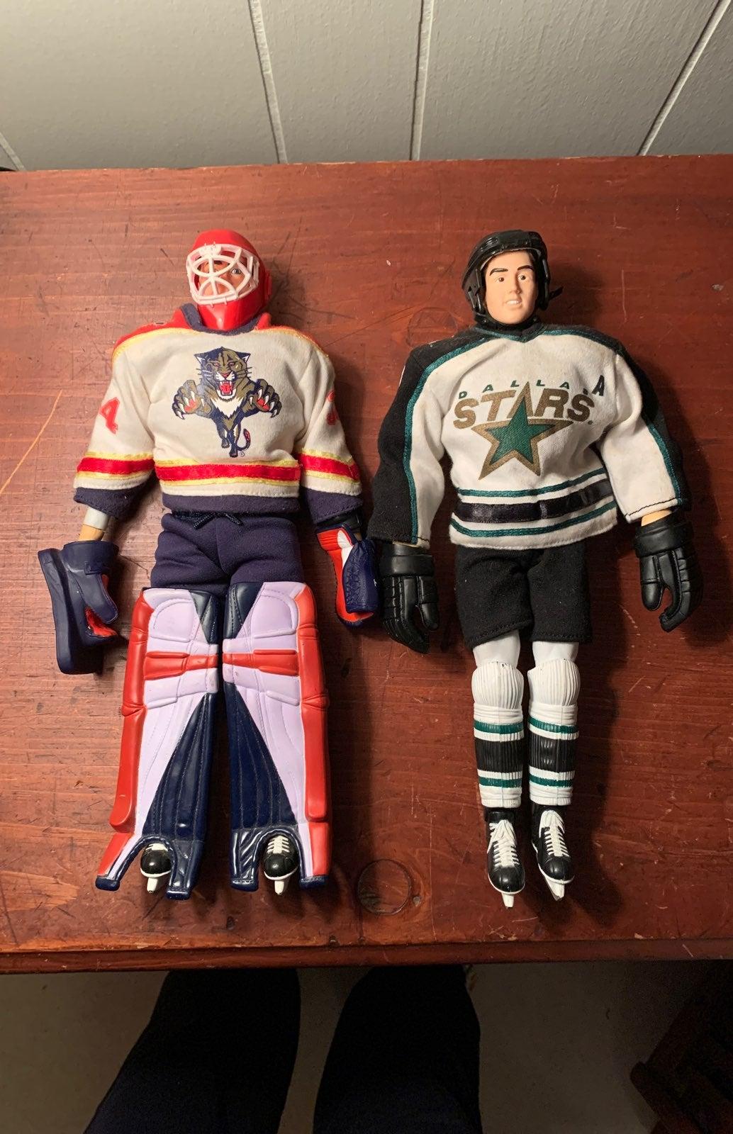 2 NHL HOCKEY ACTION FIGURES VINTAGE '97
