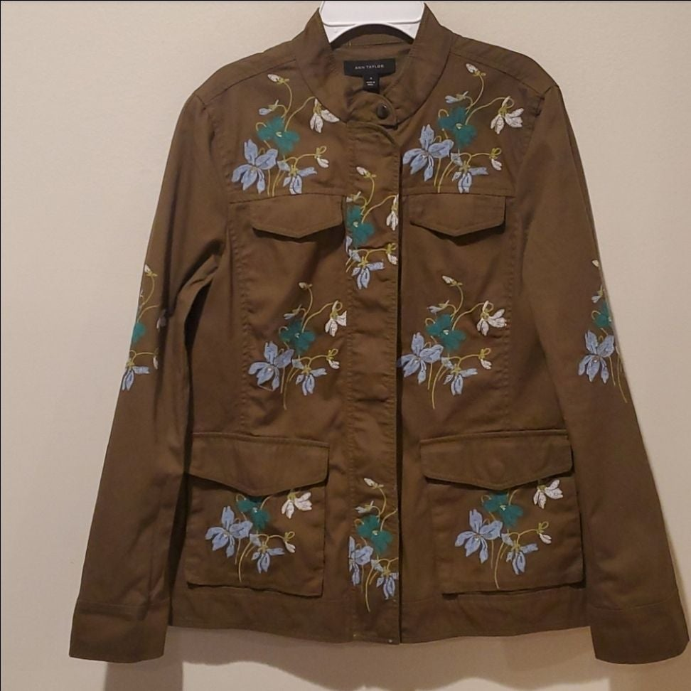 ❤ANN TAYLOR EMBROIDERED UTILITY JACKET,