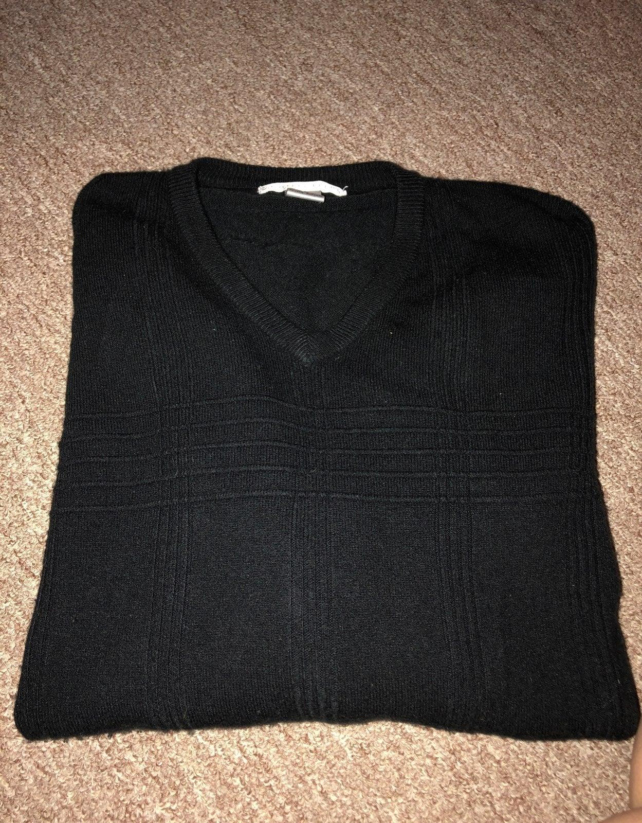 Mens vneck sweater large