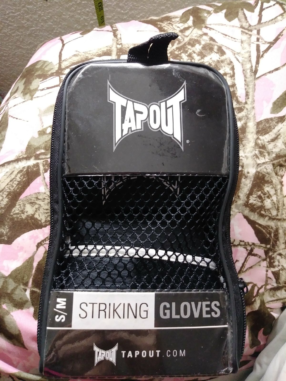 Tap out striking Glove