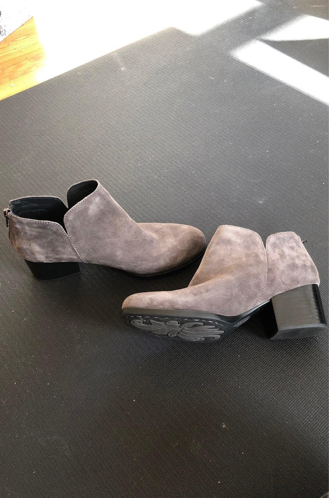 Born Aare Booties, grey suede size 7M
