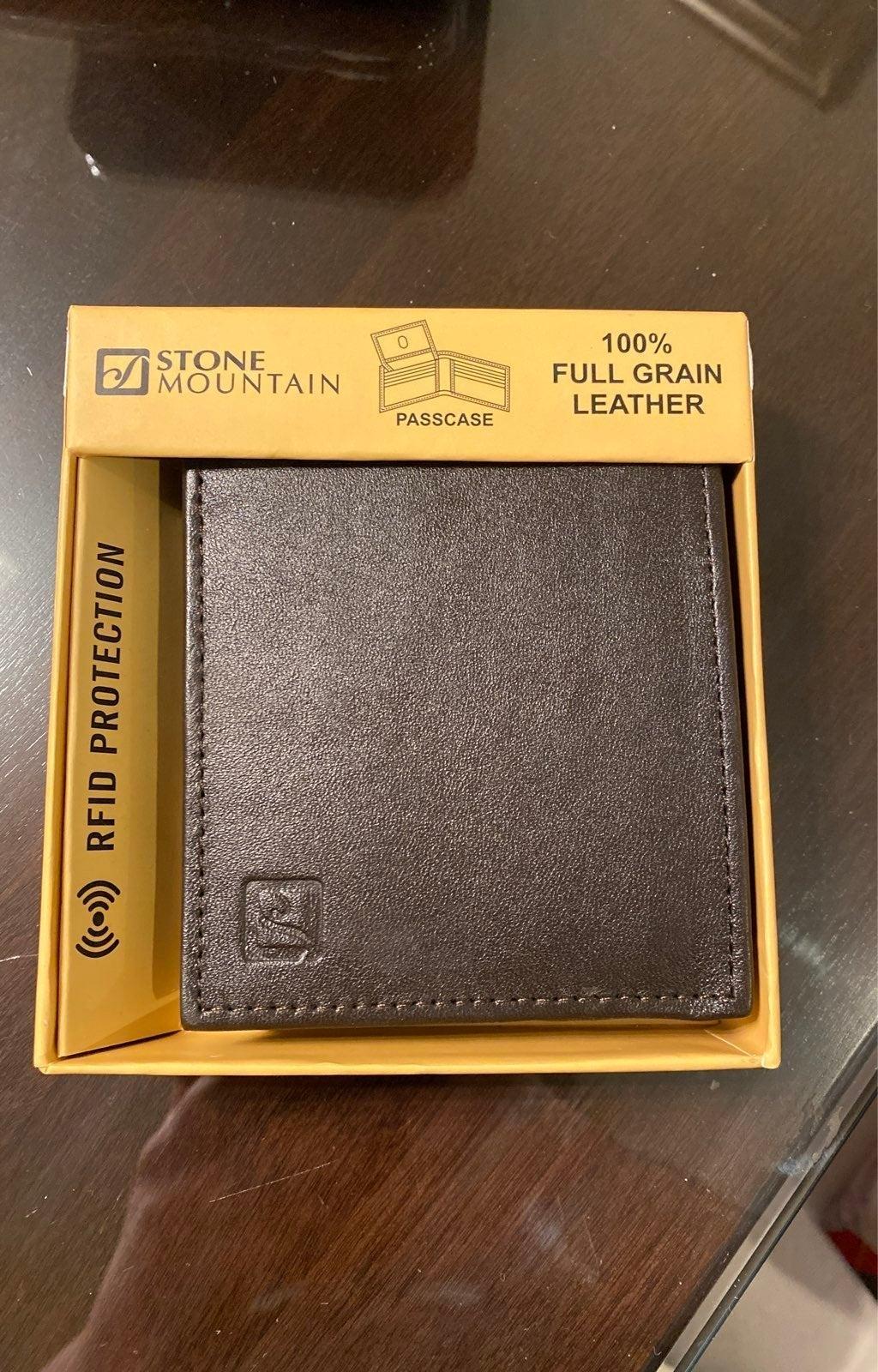 Stone Mountain Leather Wallet Passcase R
